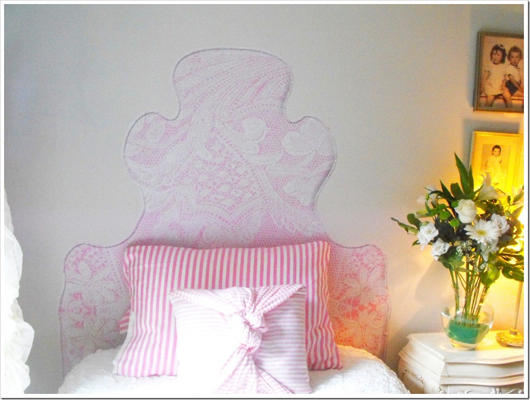 glam-a-peel wall decal headboard LACE ON PINK frontal2 jpg