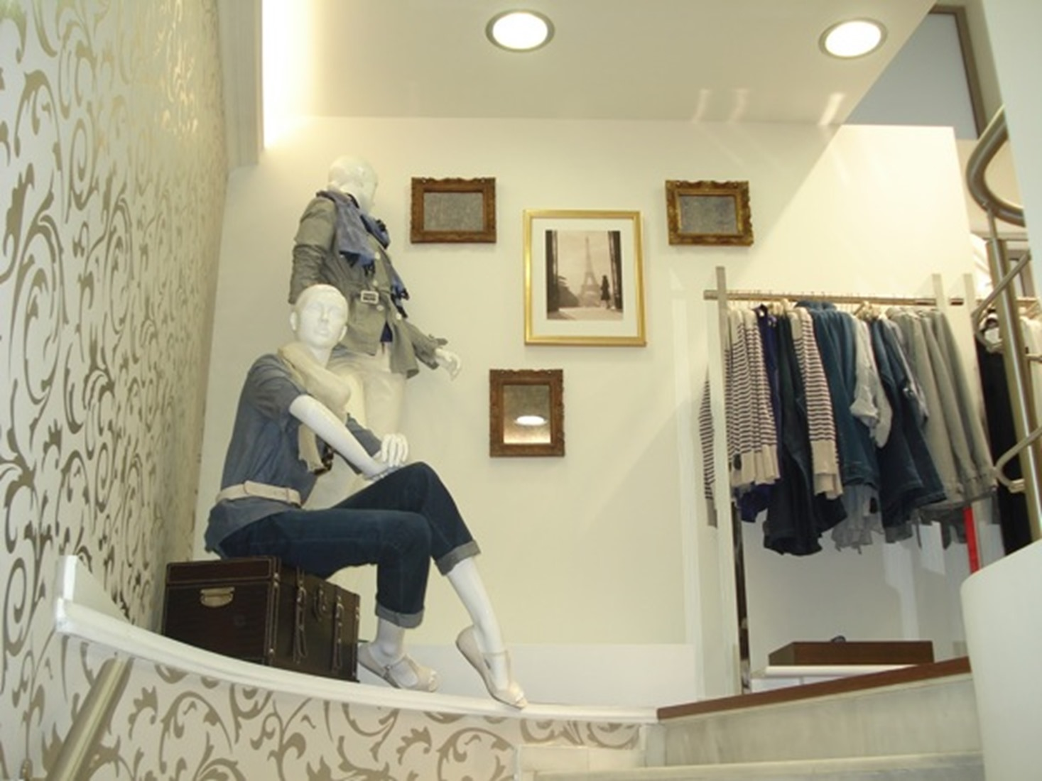 Square Design Interiors _ Women's Apparel Store _ Ioannina1