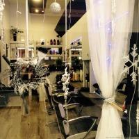 Χριστουγεννιάτικη ατμόσφαιρα στο κομμωτήριο: Hair Studio Valentino στη Λάρισα