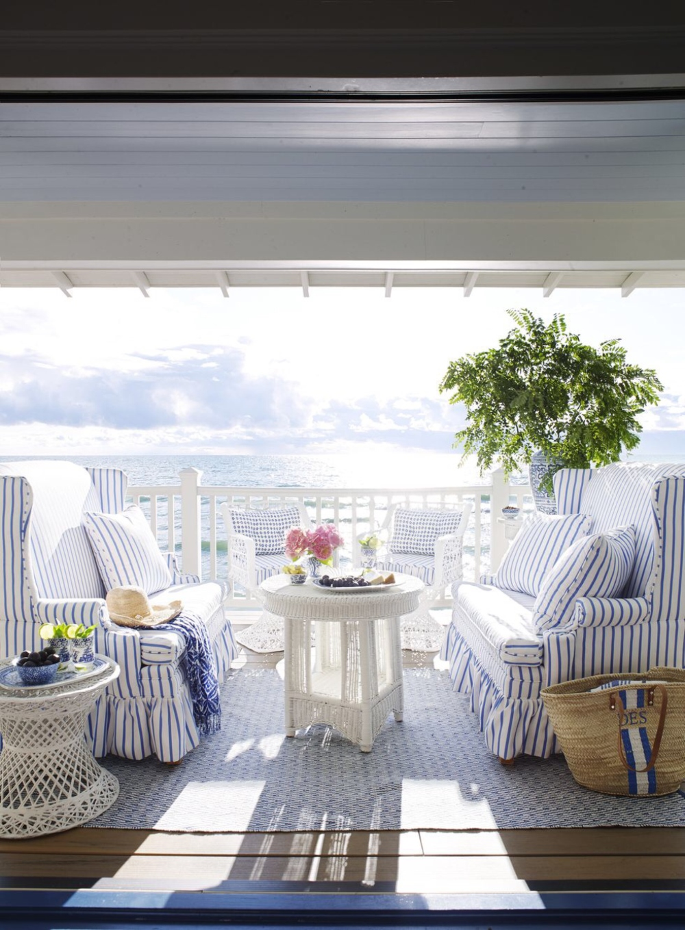 Article_from_House_Beautiful_summer_home_in_Ludington_Michigan_decor_decoration_blue_white_beach_decor_interiors_and_more_vacations_980_1332.jpg